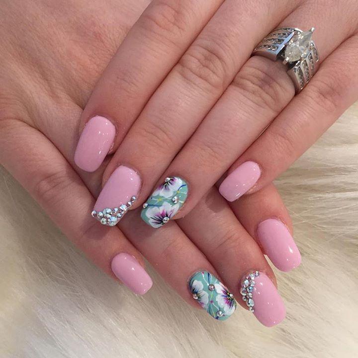 #NailArt Floral. #nailart #nailsticker #manicure #nailtreatment #nailgel