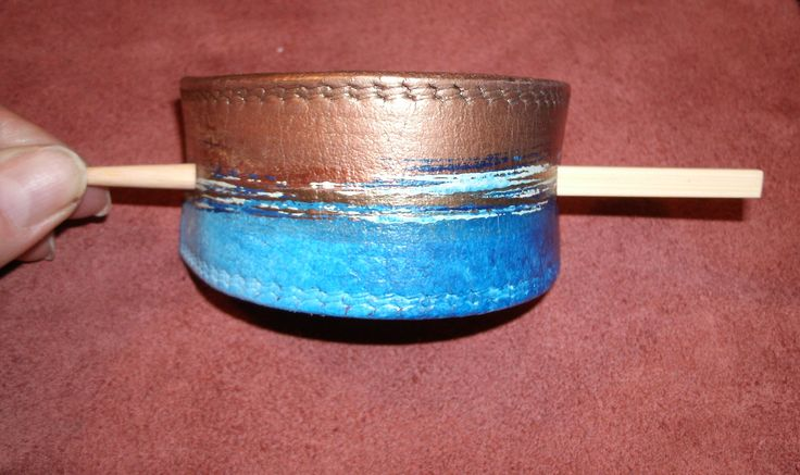 Hand Painted Upcycled Leather Hair Barrette / Barrette en Cuir Recyclé Peint à la Main 15,00 CA$