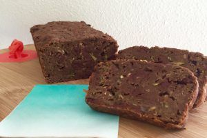 Healthy chocolade courgette cake