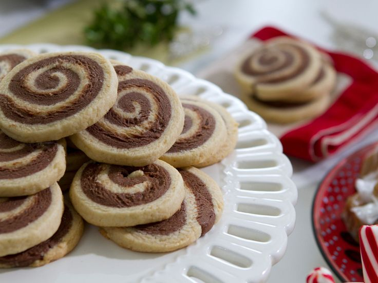 Get this all-star, easy-to-follow Lizzie's Chocolate Pinwheel Cookies recipe from Trisha Yearwood