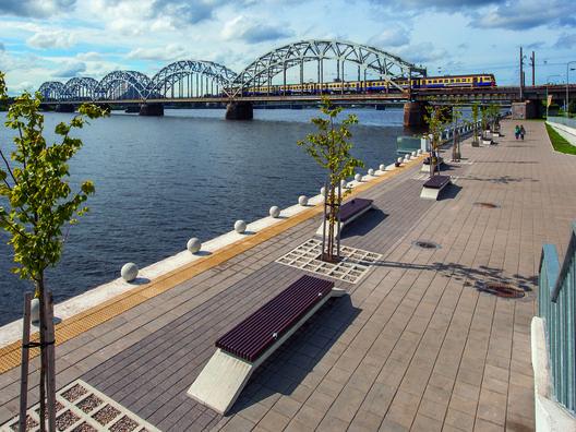 Revitalización de la Plaza Spikeri y el Frente Costero Daugava