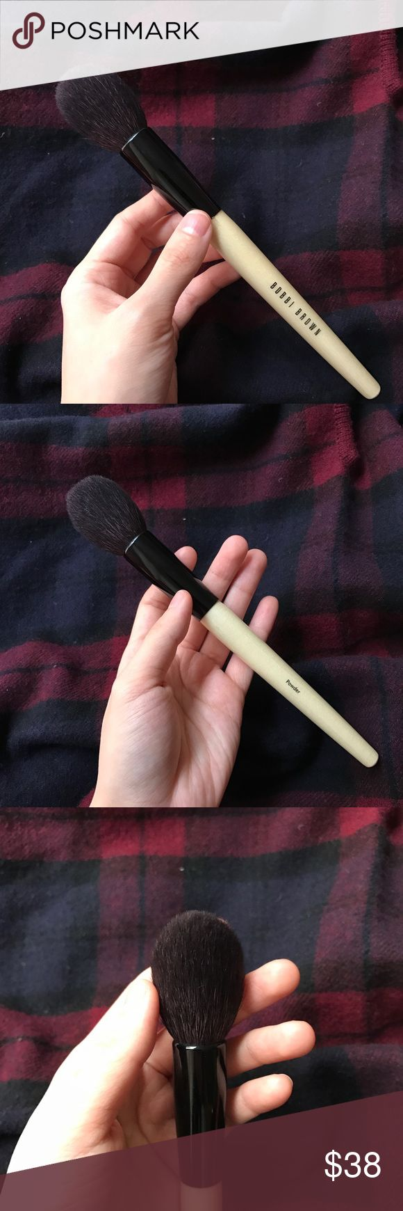 Bobbi Brown Powder brush Easy to carry powder and easy to blend. Perfect to use with compact face powder or loose powder. Has been washed. Originally $66 plus tax Bobbi Brown Makeup Brushes & Tools