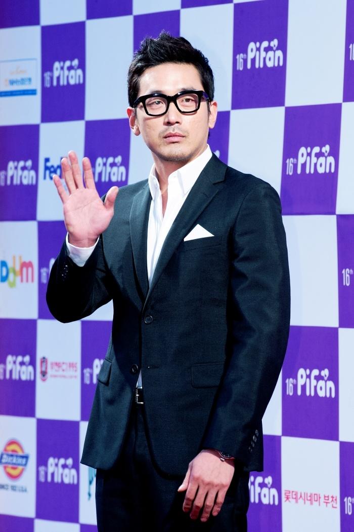 하정우(Ha Jung Woo), 국민들이 뽑은 한국의 '제임스 본드' 1위로 꼽혀