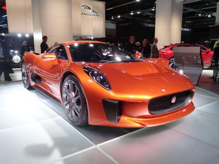 O conceito Jaguar C-X75, que usa motores elétricos, aparece em cenas de ação e…
