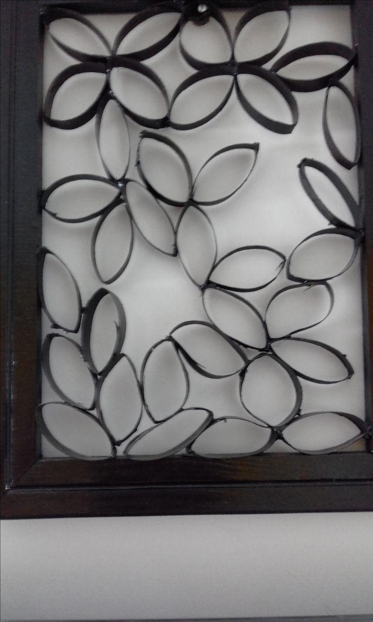 Tela arte com rolo de papel higiênico