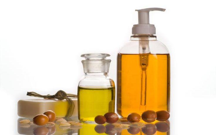 El aceite de argán es quizás uno de los más populares remedios cuando se trata de buscar algo natural que tenga muchos beneficios. y en sucaso, tanto para la piel como nuestro pelo. Su uso se extiende por todo el mundo gracias a sus propiedades y resultados de modo que os hablamos a continuación, del …