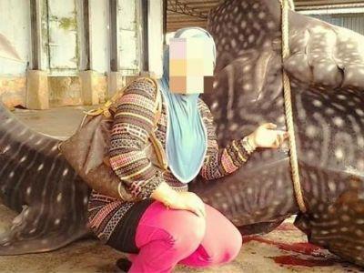 Kontroversi Gambar Wanita Malaysia Dengan Ikan Paus