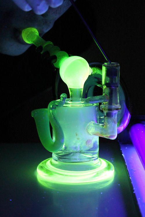 267 besten cannabis inhalers bilder auf pinterest rohre pfeifen und glasrohre. Black Bedroom Furniture Sets. Home Design Ideas