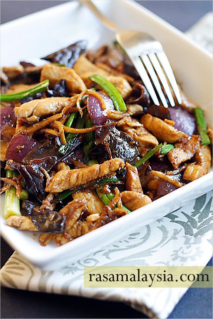 Ginger and Black Fungus Chicken Recipe - Ginger and black fungus chicken is a plain and humble dish that anyone can whip up in their kitchen, and most importantly, it's delicious and goes well with steamed rice. #chicken #ginger #30-minutemeals