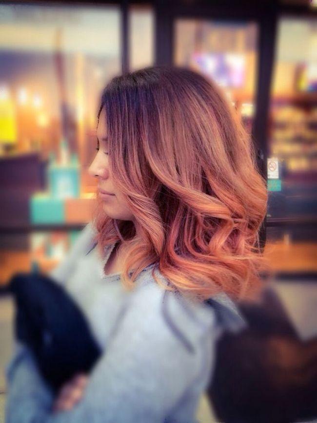 Er is een nieuwe trend op haargebied: rosé goud haar. Een mix tussen blond, roze en koper en I LOVE IT SO MUCH! Rosé ...