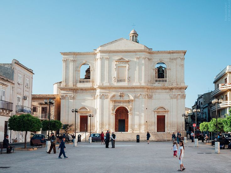 Церковь Святейшего Распятия, спроектирована Розарио Гальярди в начале XVIII века. Сицилия. Ното.