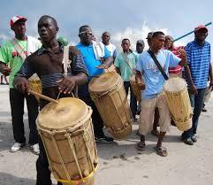 Siendo una manifestacion magico-religiosa de origen africano, la fiesta de San Benito de Palermo en el Estado Zulia es amenizada con tambores llamados Chimbángles, aunque en la región de Perijá se realiza con tambores de Gaita.