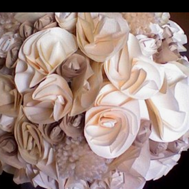 The whole thing is made out of paper!!     You can use these in your entire wedding! Pomanders to line the aisle, decor for the altar, even Bride and Bridesmaid bouquets!    http://www.projectwedding.com/wedding-ideas/diy-wedding-challenge-2010-paper-flower-bouquets: Ideas If, Paper Bouquet, Color, Crafts Flowers, Paper Flowers, Day Weddings, Cool Ideas, Flowers Ideas, Bridesmaid Bouquets