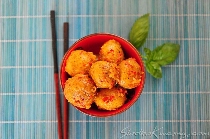 Kolejny azjatycki przepis na ziemniaki - tym razem pełny indonezyjskich aromatów potato rendang. Ziemniaki nie są traktowane w Azji jako wypełniacz a jedynie jako warzywo - stąd pewnie tyle narodowych i różnych sposobów ich przygotowania. składniki: 750g małych równych ziemniaków…