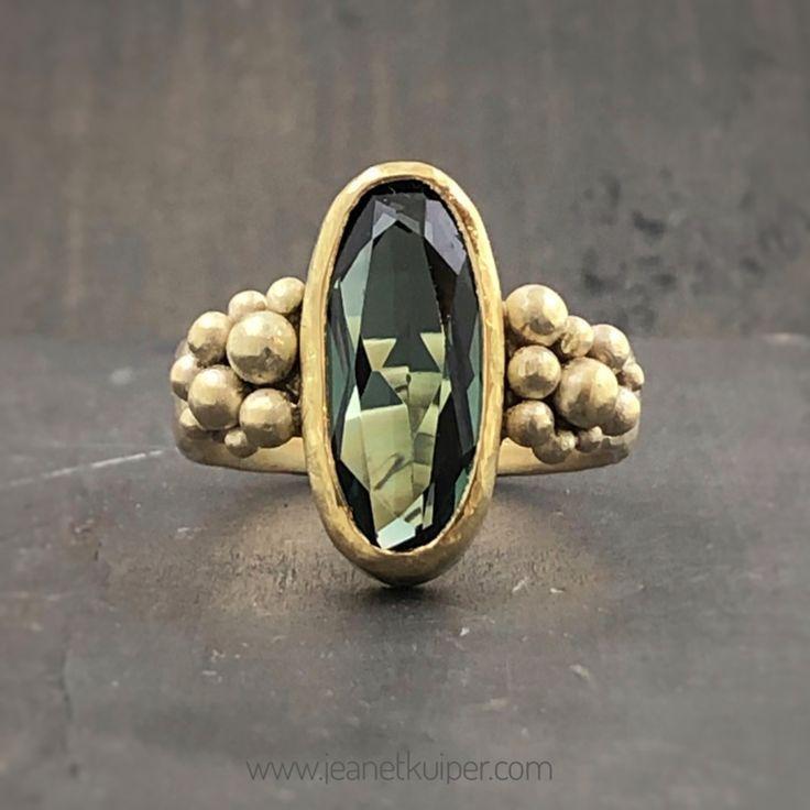 Ring gemaakt van erfgoud