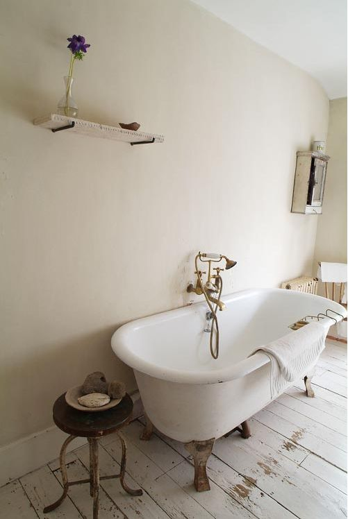 Awesome Painted White Floorboards And Clawfoot Tub Part 11