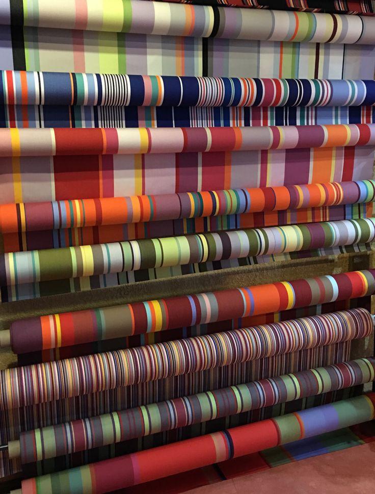 acryl outdoor stof gestreept in 43 cm breed (strandstoel, kruk of regisseursstoel) of 175 cm breed uit de online store van kleurmeester #lounge #strandstoel #kussens #tuin #zonnescherm #stof