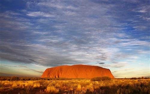 Uluru (Ayers Rock), Australia http://imagefun.tumblr.com/post/23304135060/uluru-ayers-rock-australia