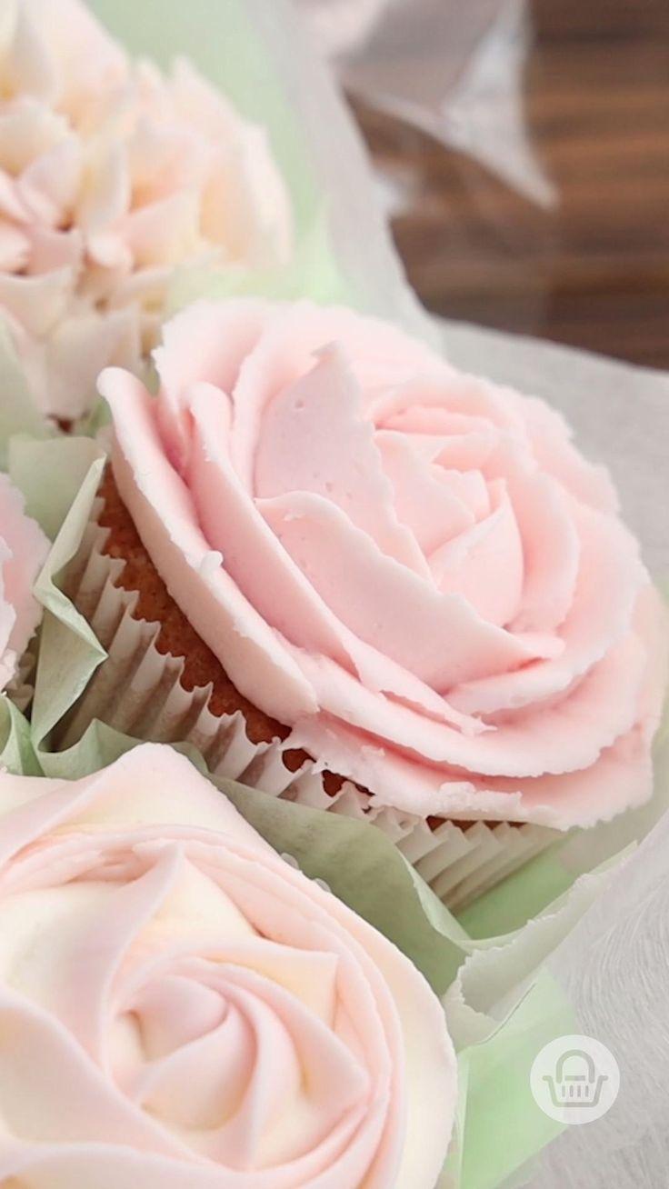 Te enseñamos cómo hacer las rosas de betún perfectas para obtener los cupcakes más bonitos del mundo. #InspírateEnCasa Sparkly Cupcakes, Bridal Cupcakes, Pastel Cupcakes, Floral Cupcakes, Fun Cupcakes, Cupcakes Design, Cake Decorating For Beginners, Cake Decorating Techniques, Cupcake Icing
