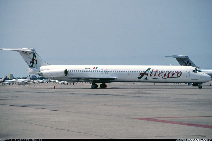 McDonnell Douglas MD-83, Allegro Air, XA-SXJ, cn 49845/1573, first flight 10.2.1989 (German Wings), Allegro Air delivered 30.3.1995. Foto: Acapulco, Mexico, 9.2.1999.