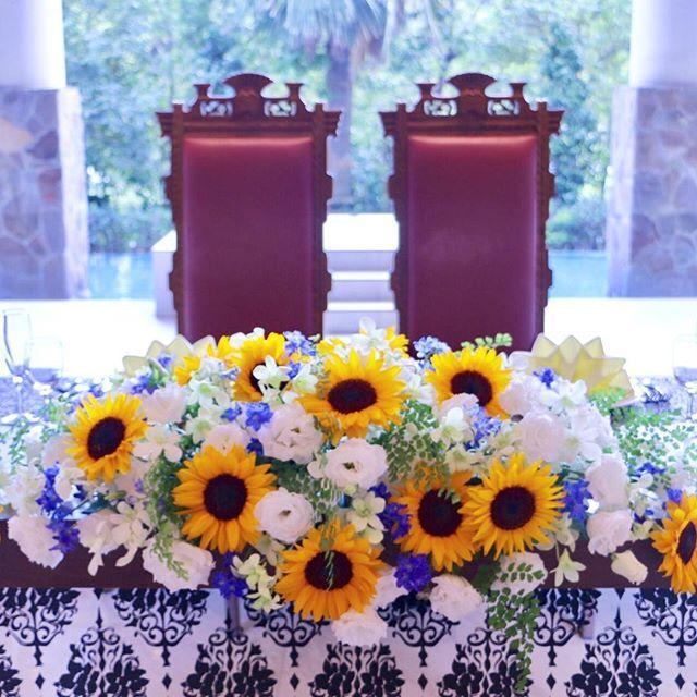 『夏』ひまわりウエディング 季節に合わせた 印象に残るお花を添えて ひまわりなら6月7月がおすすめ . #千葉 #結婚式 #千葉みなと #ウエディング #wedding #ひまわり #プレ花嫁