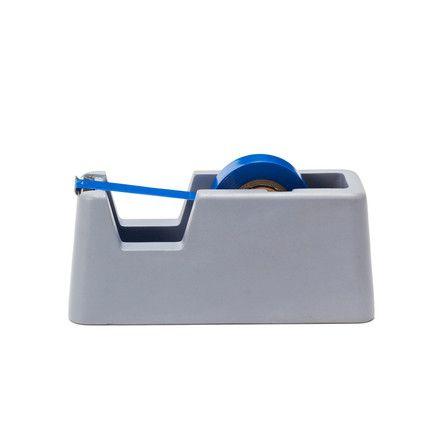 Einzelabbildung des Concrete Klebebandabroller klein in blau von Areaware. Der Klebebandabroller besteht aus massivem Beton und  überzeugt durch schlichte, sachliche und doch auffallende Optik.