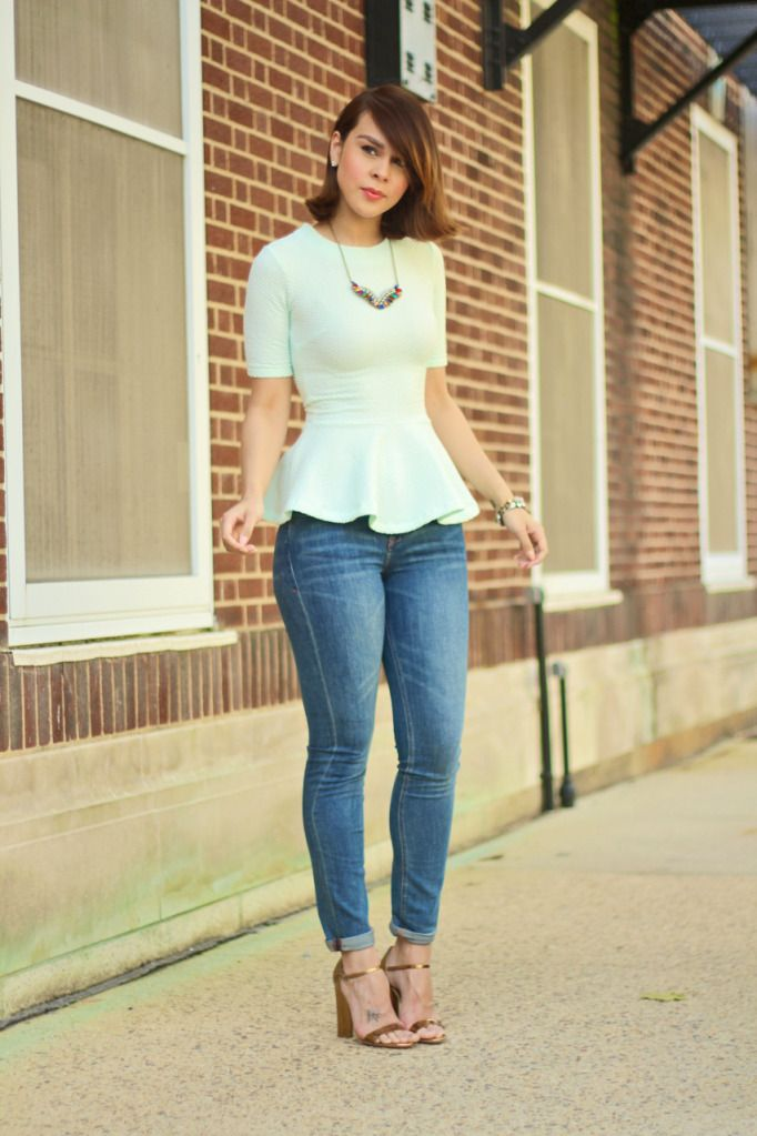 Wearing: H top, Madewell jeans, Romwe necklace, J.crew rhinestone bracelet, Vanessa Mooney clara bracelet, Marc Jacobs sandals.