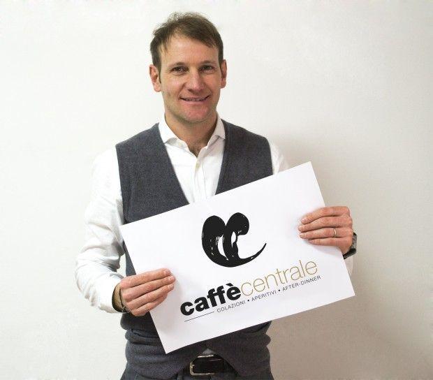 Il Caffè Centrale si rifà il look. Logo rinnovato per lo storico locale fanese gestito dai fratelli Papolini. Articolo su OltreFano.it