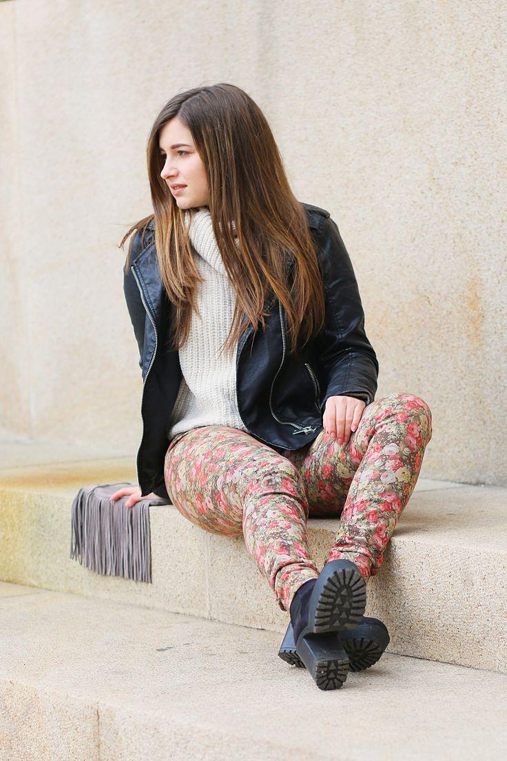 Pantaloni cu print floral