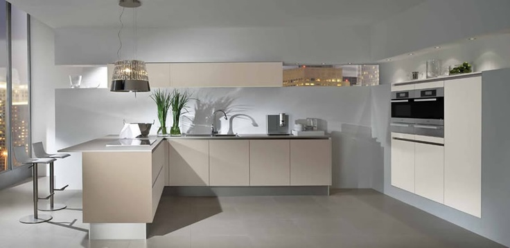 Modern kitchen with chic lamp extractor fan cocina - Cocinas modernas en l ...