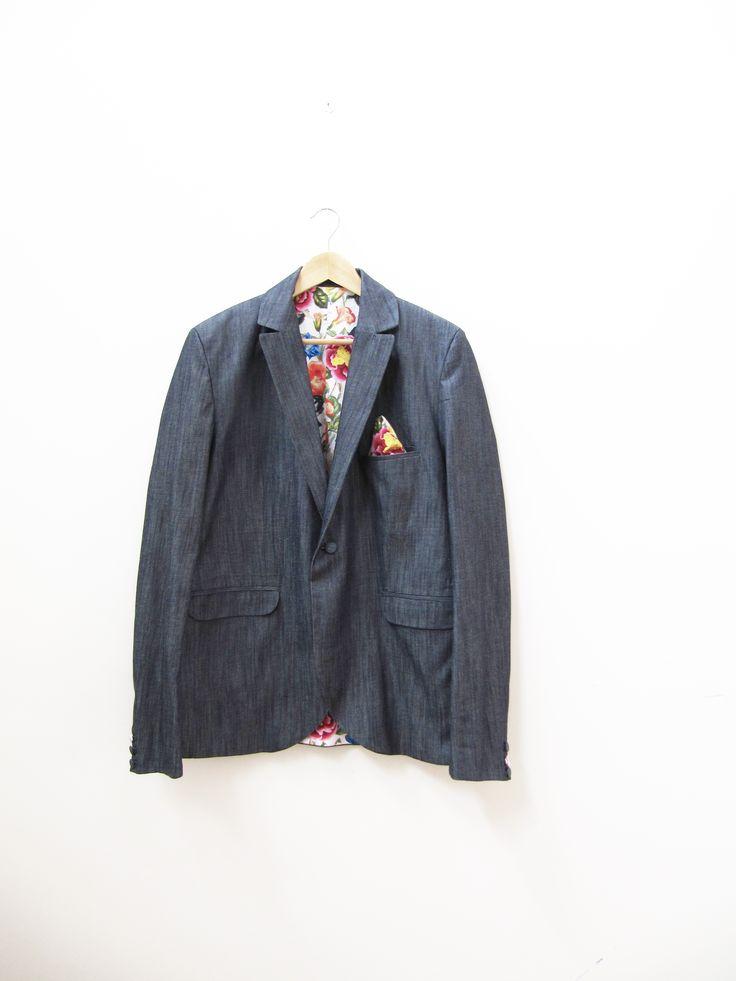 Traje de hombre hecho a medida.  Tailor-made suit. www.ropadesastre.com