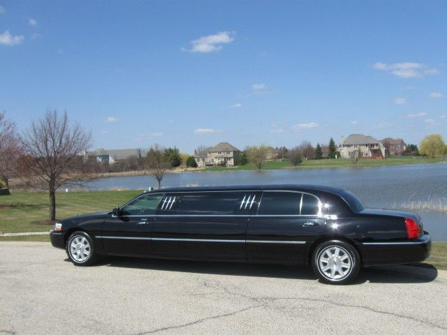 2011 Lincoln Town Car Dual Long Door 76″ Stretch Limo Limousine