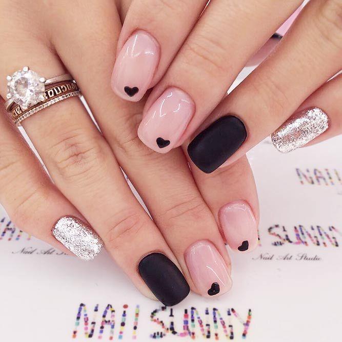 Süße und noble Nägel mit kleinen Icons