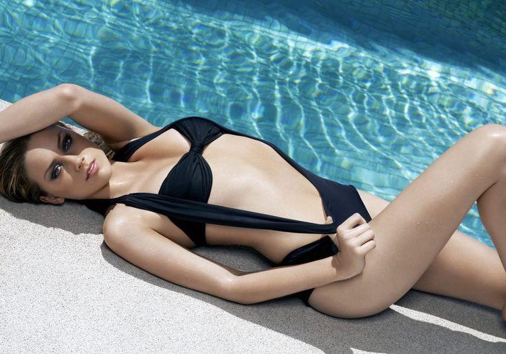 Amber heard in bikini