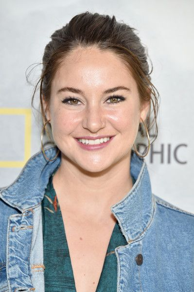 """Shailene Woodley Photos Photos - Actress Shailene Woodley attends the National Geographic Channel """"Before the Flood"""" screening at United Nations Headquarters on October 20, 2016 in New York City. - National Geographic Channel """"Before the Flood"""" Screening"""
