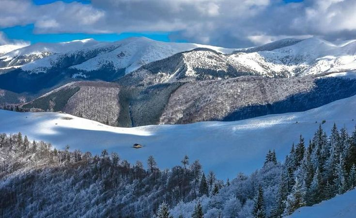In munții Baiului Foto: Maria-Lorena Chivulescu  #21milioane #romani #romania #muntii #muntiiromaniei #muntiibaiului #peisaj #iarna