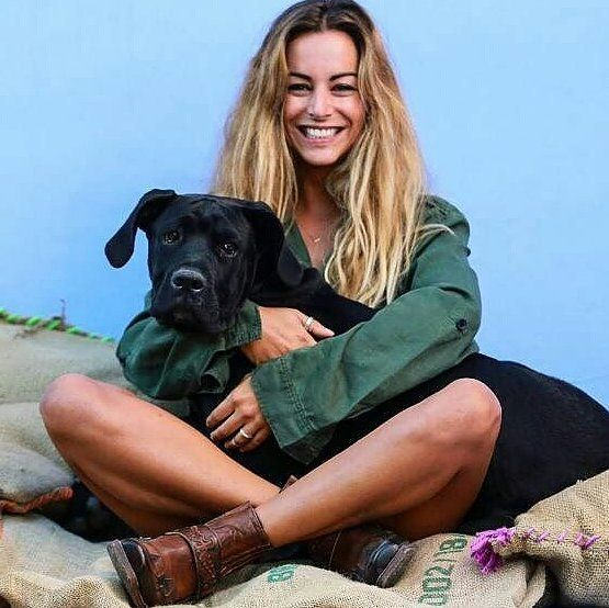 Beautiful @joana____duarte with her baby dog and her favourite Sendra Boots. #sendra #sendraboots #highquality #handmadeboots #madeinspain #loveboots #fashionboots #fashion #design #trend #look #streetstyle #style #outfit #ootd #outfitoftheday #bestoftheday #photooftheday