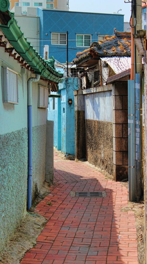 Alleyway in Daegu, South Korea