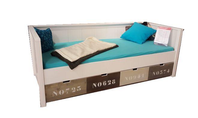 Mooie houten.bedbank in diverse kleuren. Grote opbergbakken.