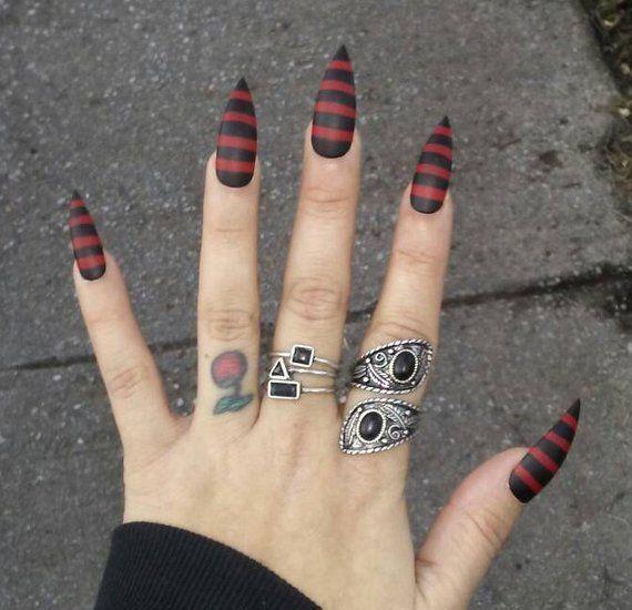 Gothic schwarz & rot gestreiften Stiletto Nägel, Halloween Kostüm Cosplay Krallen, Pres … – Nagel Ideen