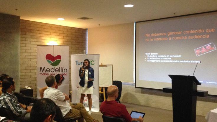 Jeessi Cohen hablando a los bloggers de Publicidad Nativa. Aquí la experiencia en el #TurisBlogV