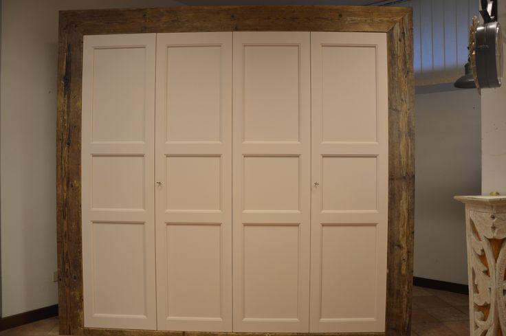 falegnameria bensi armadio su misura con fasce e fianchi in abete antico prima patina,struttura in massello abete e ante in legno finito a gesso