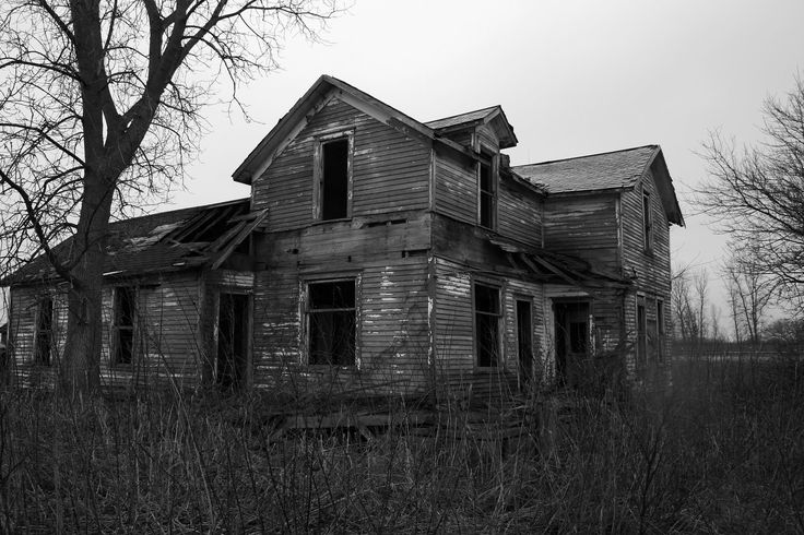 Abandoned....: Farms Houses, Abandoned Home, Abandoned Building, Haunted Houses, Vintage Houses, Old Houses, First Places, Old Abandoned Houses, Abandoned Mansions