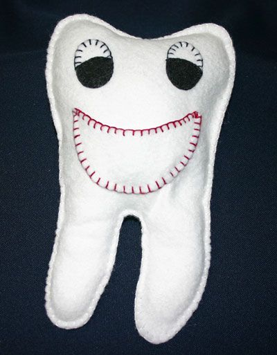 Easy felt crafts tooth pillow - Mr. Smiley Tooth - http://funezcrafts.com/Easy-Felt-Crafts-Tooth-Pillow.html?utm_source=CraftGossip+Daily+Newsletter_campaign=11704cf14b-CraftGossip_Daily_Newsletter_medium=email_term=0_db55426a84-11704cf14b-196096005