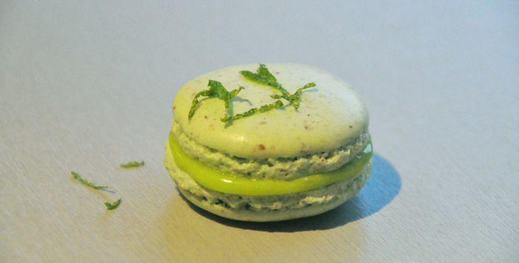 Nå er sommeren her! Fortrekker du lime framfor sitron? Makroner med sitronkan utmerket godt lages med lime i stedet. Smaken blir litt syrligere og skarpere, men det gjør seg bare godt sammen med d...