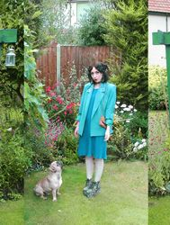 TheVelvetEpidemic #BeIconic http://www.essilor.co.uk/Lenses/Photochromics/Pages/TransitionsSignatureVIIGraphiteGreen.aspx