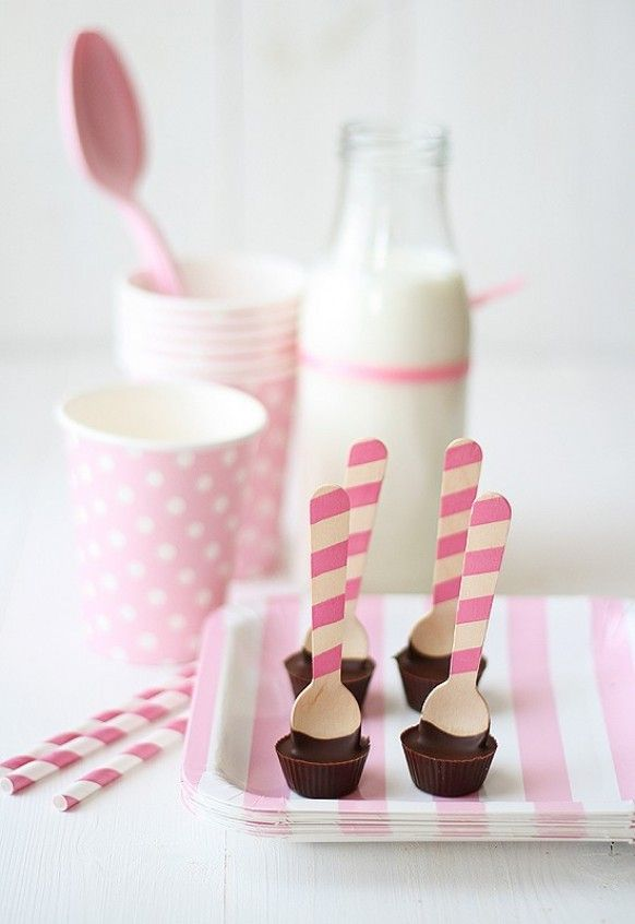 Unique and Creative Wedding Favor Ideas    Peanut Butter Cup spoons! How cool is that?