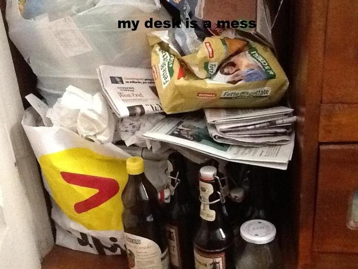 Ho fatto il composto!: My desk is a mess