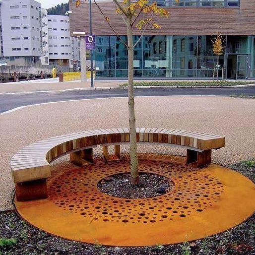 Corten in Città. Ecco un esempio di una griglia per albero in acciaio Corten da collocare nei centri urbani. #corten #acciaio #arredourbano #design #forniturestreet #urban