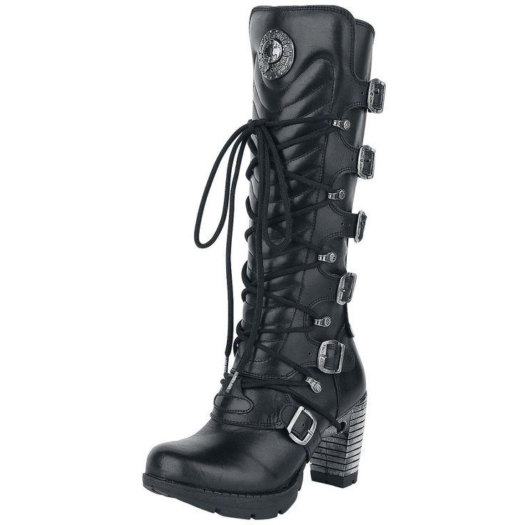 """- klackhöjd 8 cm - hältyp: blockhäl - metalltillämpningar  Exklusiv design och hög kvalitet; detta är vad killarna från NEW ROCK gillar och vad som gör dem till en av de bästa skotillverkare i världen. Som man kan se av namnet är varumärket inne på rock, alternativ och gotisk stil. Inte undra på, skorna är också populära hos rockstjärnor. Den har bra passform, äkthet och den höga graden av funktionalitet är häpnadsväckande. Här kan du få """"Nomada""""-damstövlar från New Rock. De svarta ..."""